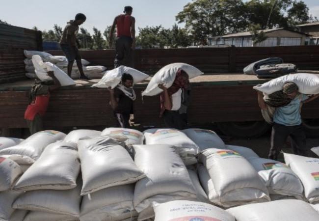 أول قافلة مساعدات دولية تدخل عاصمة إقليم تيغراي الإثيوبي