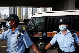 الشرطة تداهم مركز استطلاعات رأي في هونغ كونغ قبيل انتخابات تمهيدية