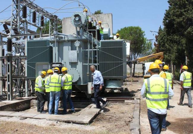 الكهرباء وامانة بغداد تبحثان تجهيز الطاقة الكهربائية لمشاريع إنتاج الماء الصافي