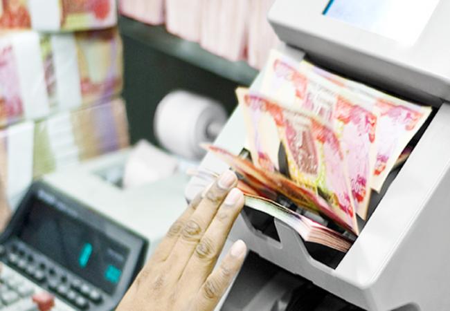 الماليَّة النيابية تعلن حسم موضوع تأمين الرواتب بشكل كامل