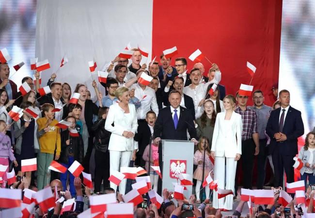 المحافظ أندريه دودا رئيسا لبولندا لولاية ثانية