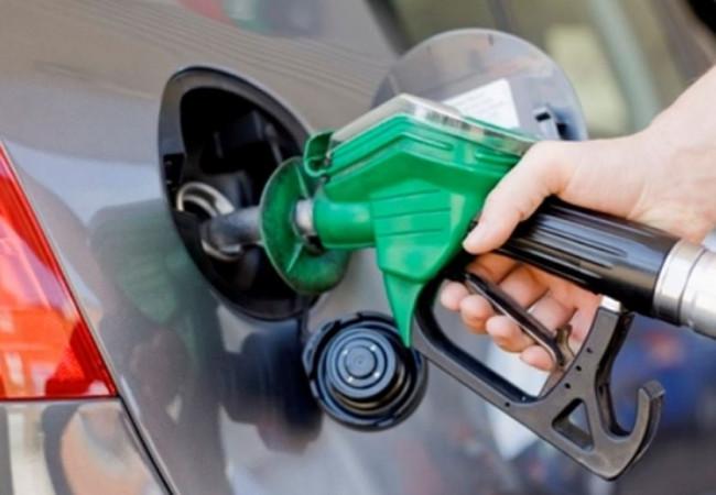 """النفط تصدر توضيحاً بشأن أزمة """"البنزين المحسن"""""""