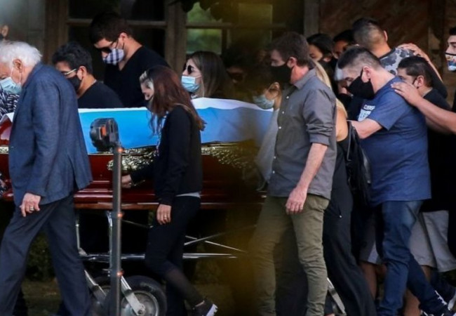 محكمة توقف خطة حرق جثمان مارادونا بسبب دعوى إثبات نسب