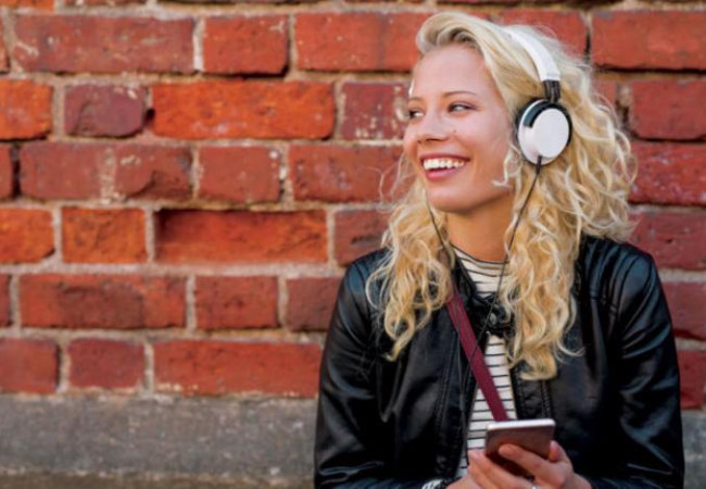 تمتع بأفضل خدمات الموسيقى عبر الإنترنت