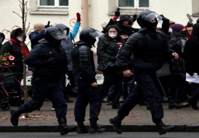 توقيف العشرات خلال احتجاجات في مينسك