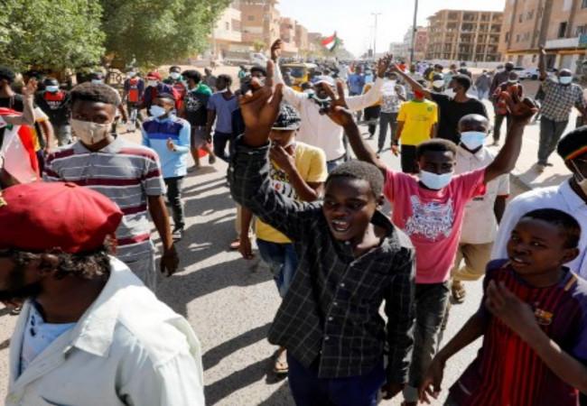 آلاف المتظاهرين الغاضبين في السودان في الذكرى الثانية للانتفاضة