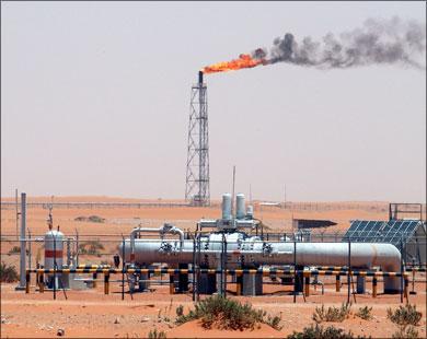 أسعار النفط تواجه تقلبات طفيفة