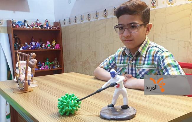 طفل في السماوة يدعم كوادر الصحة بصنع مجسمات توضح جهودهم في مكافحة كورونا