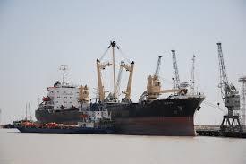 وزير النقل يحث على رفع وتيرة العمل لميناء خور الزبير تزامنا مع موسم تصدير التمر