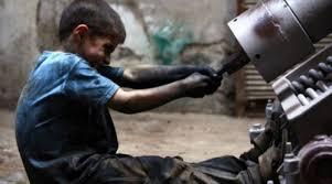 عمالة الأطفال.. ضحية قوانين معطلة وعصابات منظمة