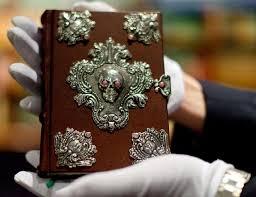 بيع كتاب بخط يد مؤلفه بـ 467 ألف دولار
