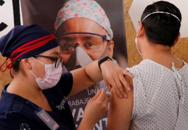 """لقاح فيروس كورونا: بلدان قلقة على حصتها في """"معركة"""" الحصول عليه"""