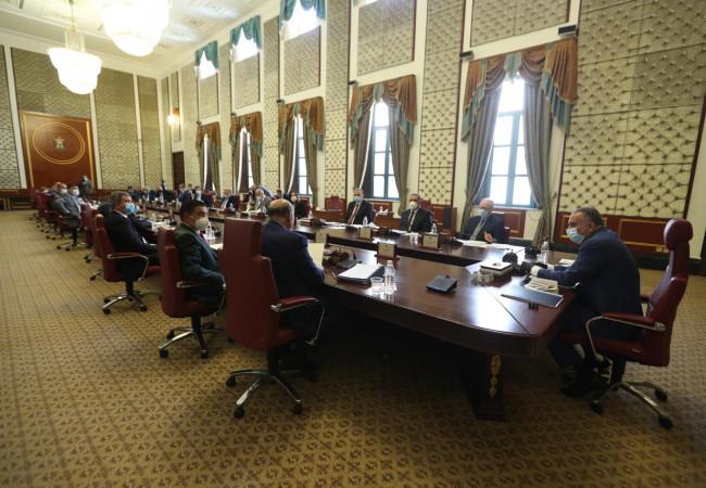مجلس الوزراء يعقد جلسته الاعتيادية ويناقش جملة من القضايا والموضوعات المدرجة ضمن جدول أعماله