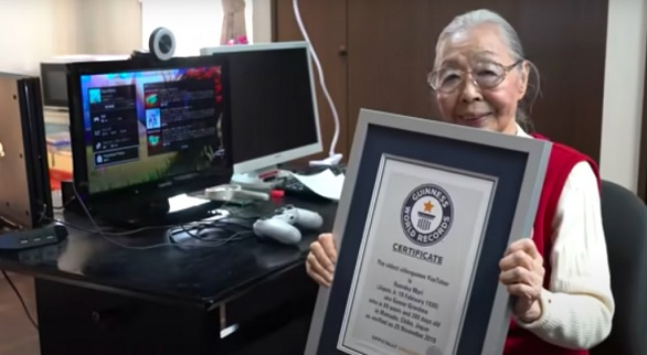 يابانية تسعينية مدمنة على الألعاب الإلكترونية منذ 40 عاماً