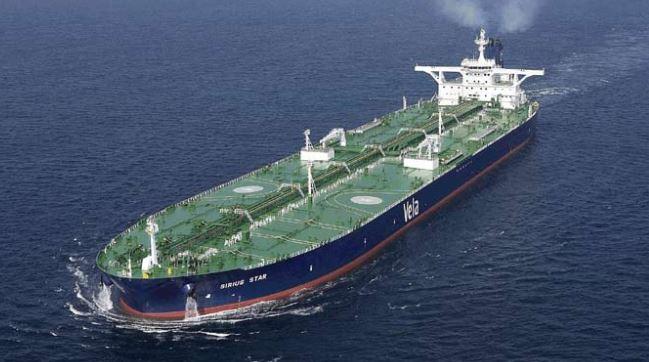 وكالة الطاقة تتوقع نمو تخمة معروض النفط العالمي وتستبعد اتفاق المنتجين