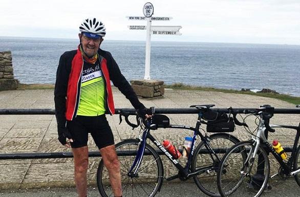 ثمانيني يقود دراجته 1000 ميل خلال 17 يوماً