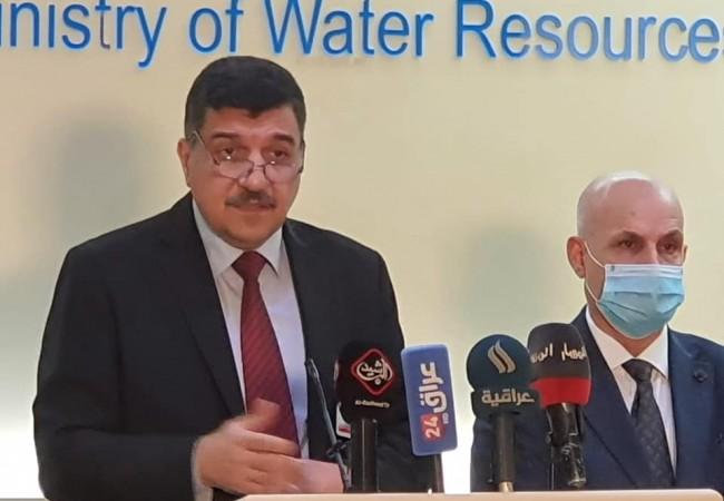 وزير الموارد المائية يؤكد على أهمية إزالة التجاوزات عن محرمات الأنهر