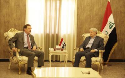 الزبيدي يبحث مع السفير البريطاني سبل التعاون المشترك بين البلدين