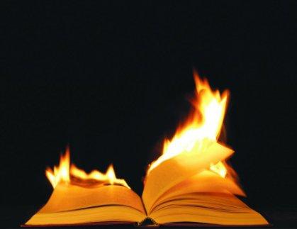 حرق الكتب ظاهرة عالمية وليست إسلامية