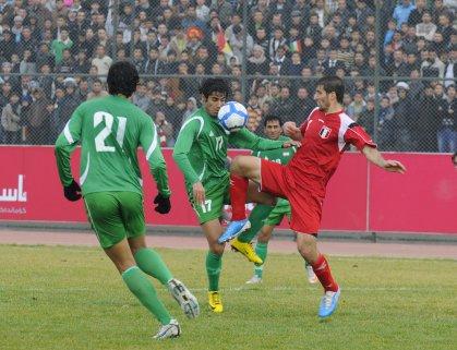 العراق يواجه سوريا في مباراة رفع الحظر الدولي بمدينة البصرة الرياضية