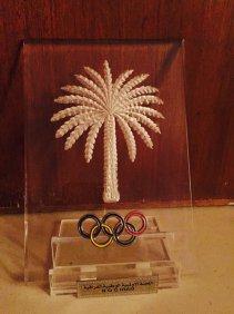 رعد حمودي يمنح درع وقميص الاولمبية الوطنية العراقية لممثلية كركوك