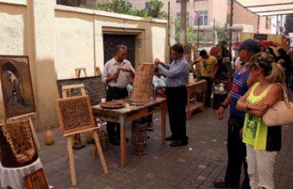سوق (جارا) الأردني يستعيد الماضي بمشغولاته اليدوية