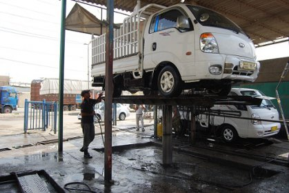 منع أصحاب كراجات غسل السيارات من العمل على ضفاف نهر دجلة