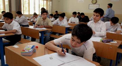 طلبة الصفوف الابتدائية غير المنتهية يؤدون الامتحانات النهائية