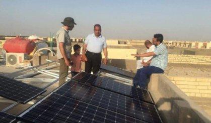 نصب الواح الطاقة الشمسية على دور سكنية في النجف الاشرف