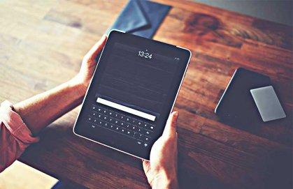 شاشة إلكترونية تعمل باللمس تتحول إلى أجهزة أخرى حسب الطلب