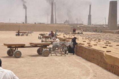 الصحة والبيئة: زيادة عمال الأطفال والنساء في معامل طابوق النهروان