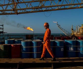 النفط: نعمل على رفع الطاقة التصديرية الى ستة ملايين برميل