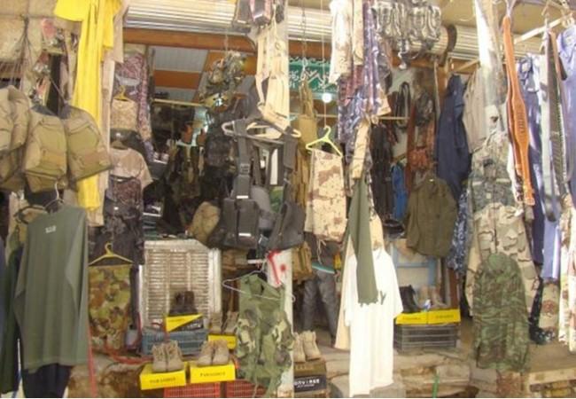 مسؤول محلي يطالب بأغلاق محال بيع الالبسة العسكرية في كربلاء