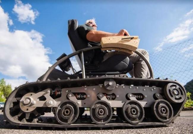 ألماني يستعين بدبابة للقيام بنزهة في المناطق الوعرة