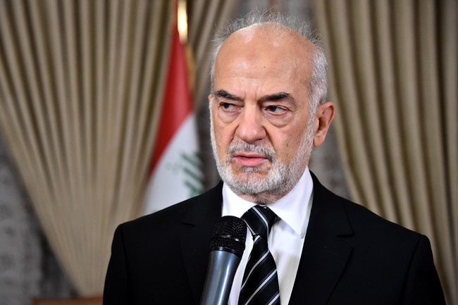 وزير الخارجية يقيل 7 سفراء ويحيل عدداً من المدراء العامين في الوزارة إلى التقاعد