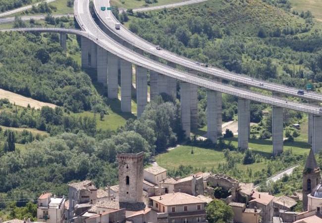 تدشين طريق سريع بجنوب إيطاليا بعد 54 عاماً من بدء بنائه