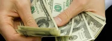 انخفاض طفيف للدولار امس عند 1298 ديناراً