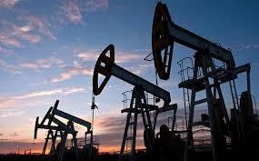 النفط الخام يشهد حالة من التذبذب بعد ضغط سلبي من ارتفاع الدولار
