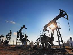 النفط يستقر بعد انخفاضه على مدى يومين بفعل تباطؤ النمو العالمي