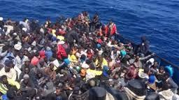 احتجاز ثمانية في إيطاليا بعد اختناق 49 مهاجرا في قارب مزدحم