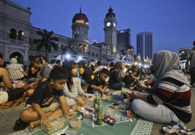 رمضان في ماليزيا تسوق وتذوق