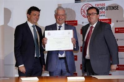 فارغاس يوسا ينال لقب الدكتوراه بعد 45 عاماً