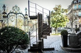 بيع جزء من الدرج الأصلي لبرج إيفل في مزاد