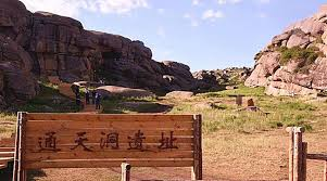 اكتشاف أوعية برونزية عمرها 5000 عام في شينجيانغ الصينية